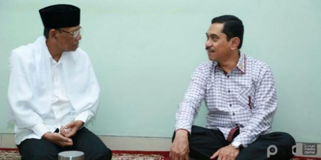 KH Hasyim Muzadi Tegaskan Sikap Ulama Jaga Bangsa Dengan Aswaja