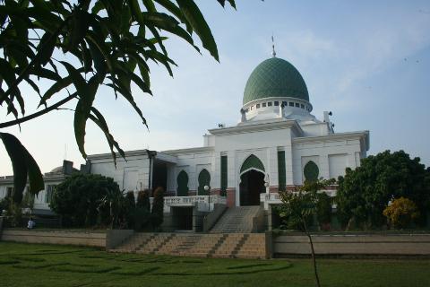 Masjid Bukan Hanya Tempat Sujud